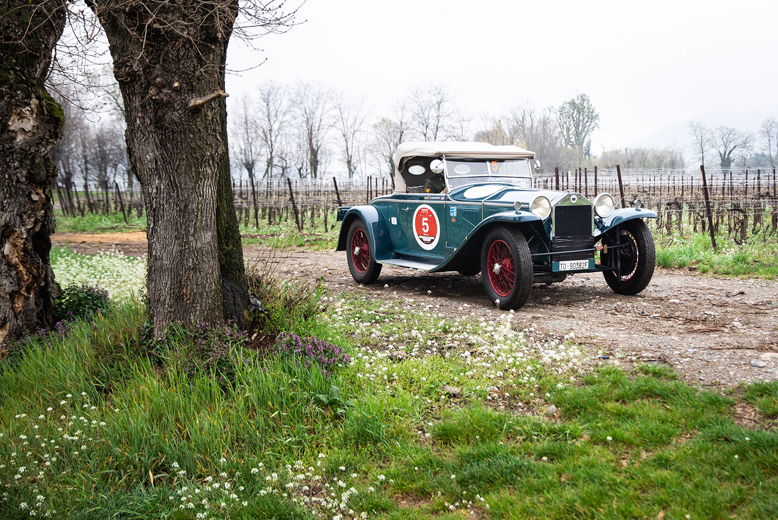 Belometti-Vavassori win the 12th edition on a 1929 Lancia Lambda 221 Spider Casaro
